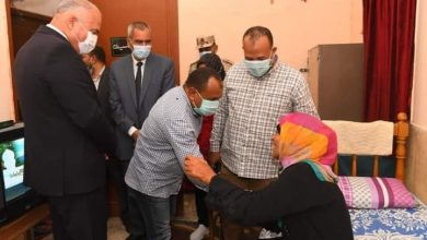 Photo of محافظ قنا يزور احدي دور المسنين لتهنئتهم بعيد الأضحى المبارك