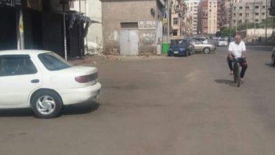 Photo of اعمال النظافة والكنس ورفع المخلفات بإمتداد شارع ١٠٠ بنطاق حى المناخ